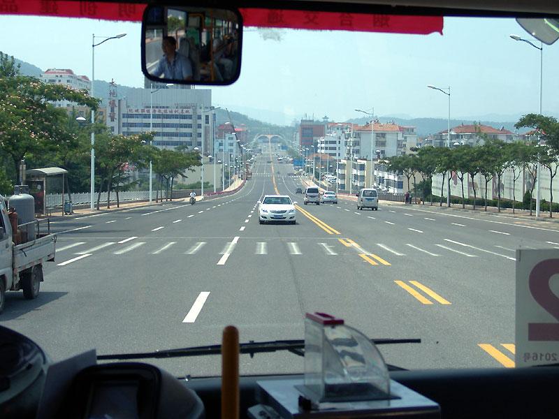 vue de l'avant du bus, la conducteur à gauche à coté de la boite pour glisser l'argent